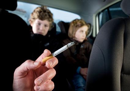 Sigara İçen Babalar Çocuklarına Zarar Verebilir