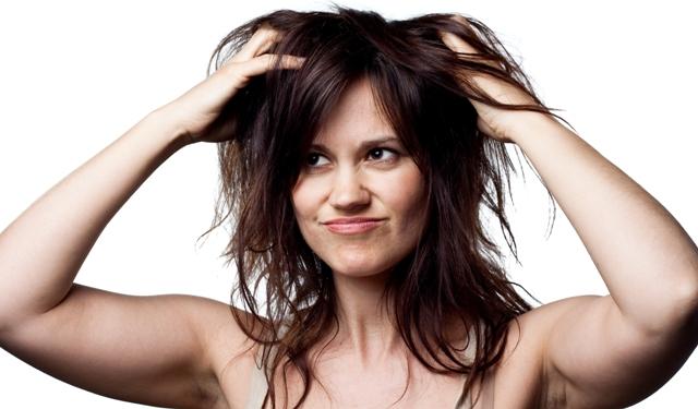 Saçlarda Kepek Neden Olur? Tedavisi Var Mıdır?