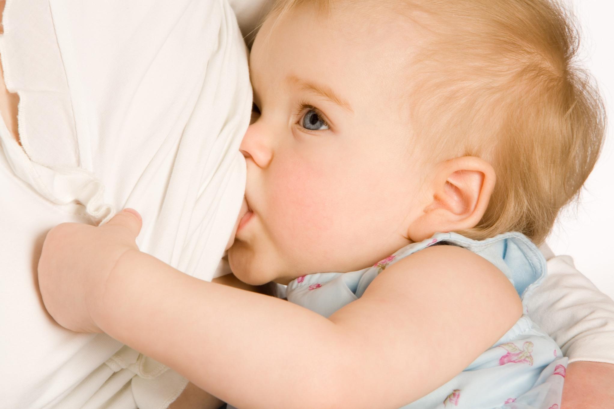 Anne Sütünü Artırmak İçin Bol Su Tüketin