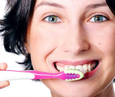 Diş Macununu Fazla Kullanmak Dişlerinize Zarar Verir!
