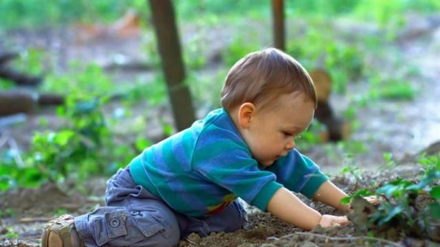 Sağlıklı Gelişim İçin Çocuklarınız Toprakla Oynasın!