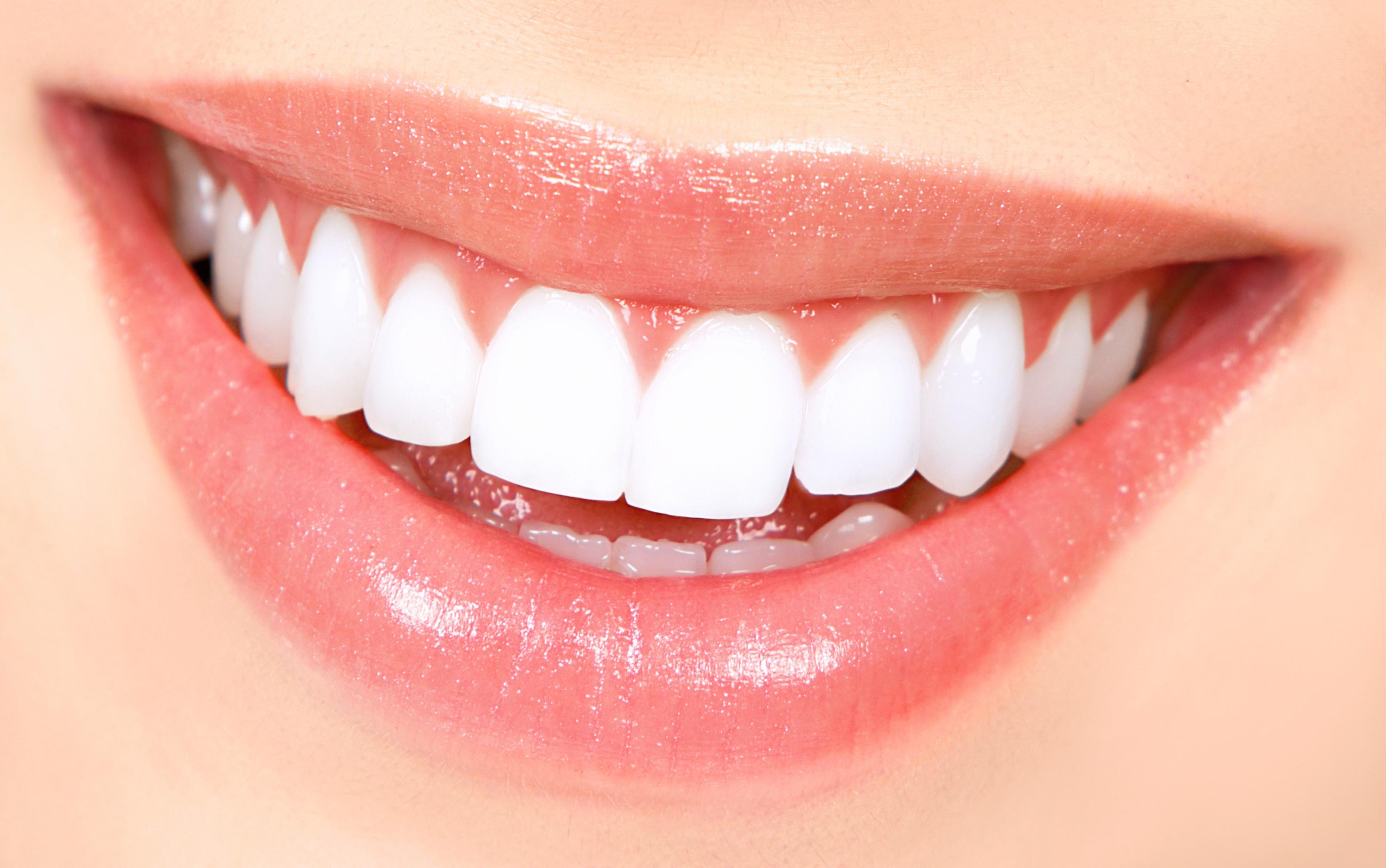 Beyaz Dişlere Sahip Olmak İçin Ne Yapmalıyız?