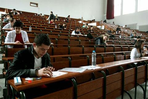 Sınav Öncesi Öğrenciler Nasıl Beslenmelidir?