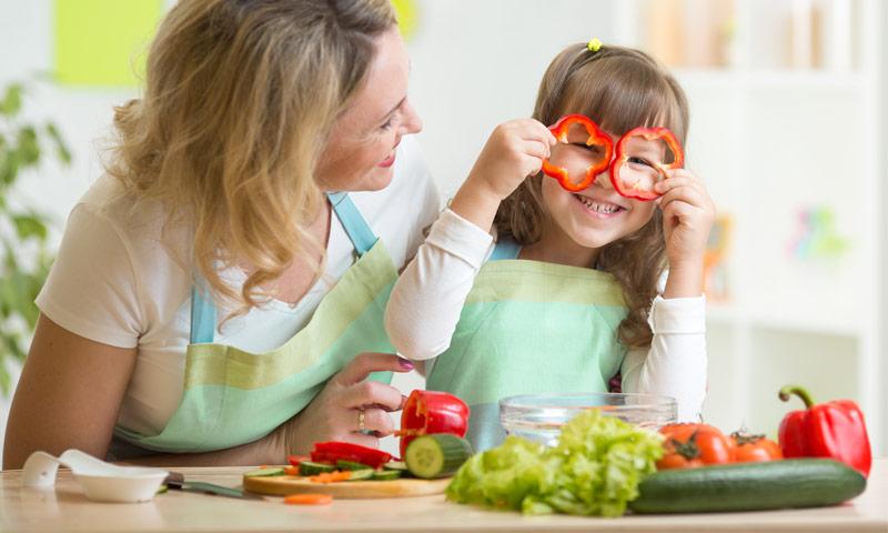 Çocuklara Yemekleri Sevdirmenin Yolu Minik Aşçılık Oyunlarından Geçiyor!