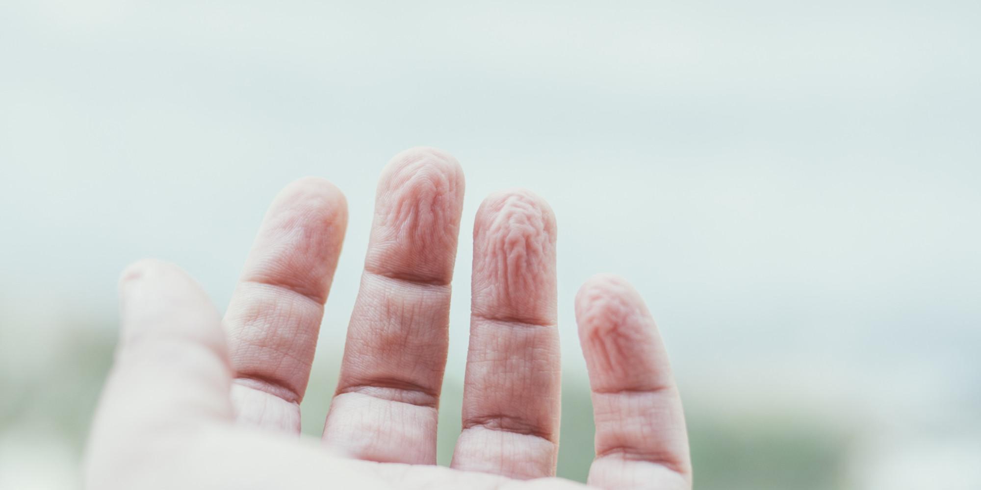 Parmaklar Suya Girince Neden Buruşur?