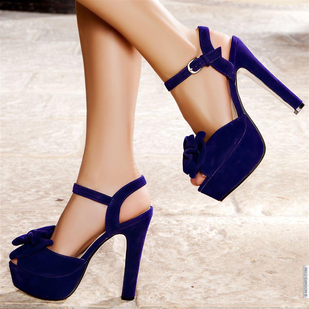 Topuklu Ayakkabı Giyerken İki Kez Düşünün