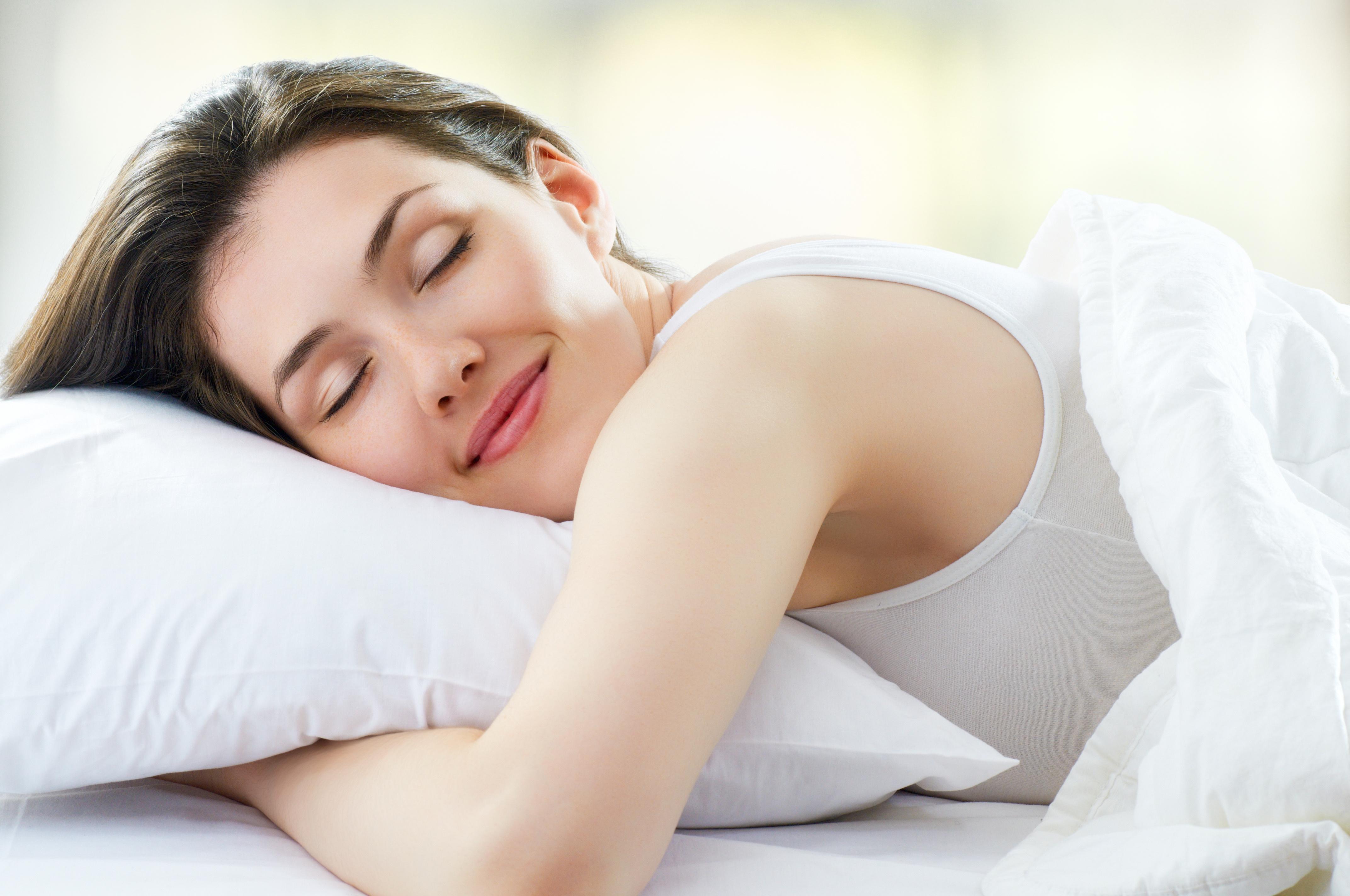Uyurken Elleri Yastık Altına Koymak Omuz Ağrısı Yapar