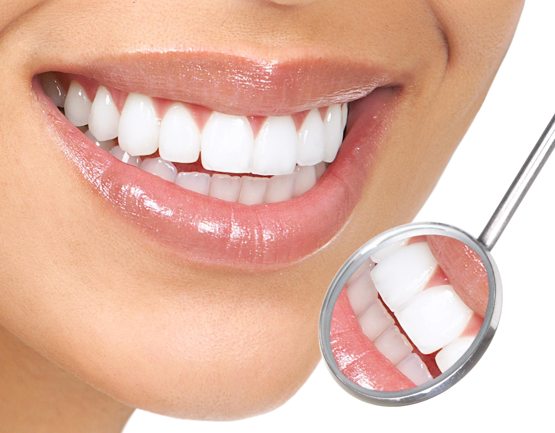 Yapay Dişlerle de Doğal Görünüm Sağlanabiliyor