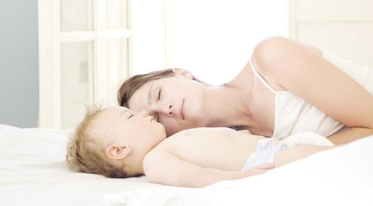 Çocuğunuzla Birlikte Uyumanız Doğru Mu?