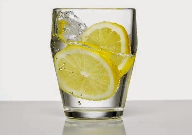 Güne Bir Bardak Limonlu Su İçerek Başlayın.