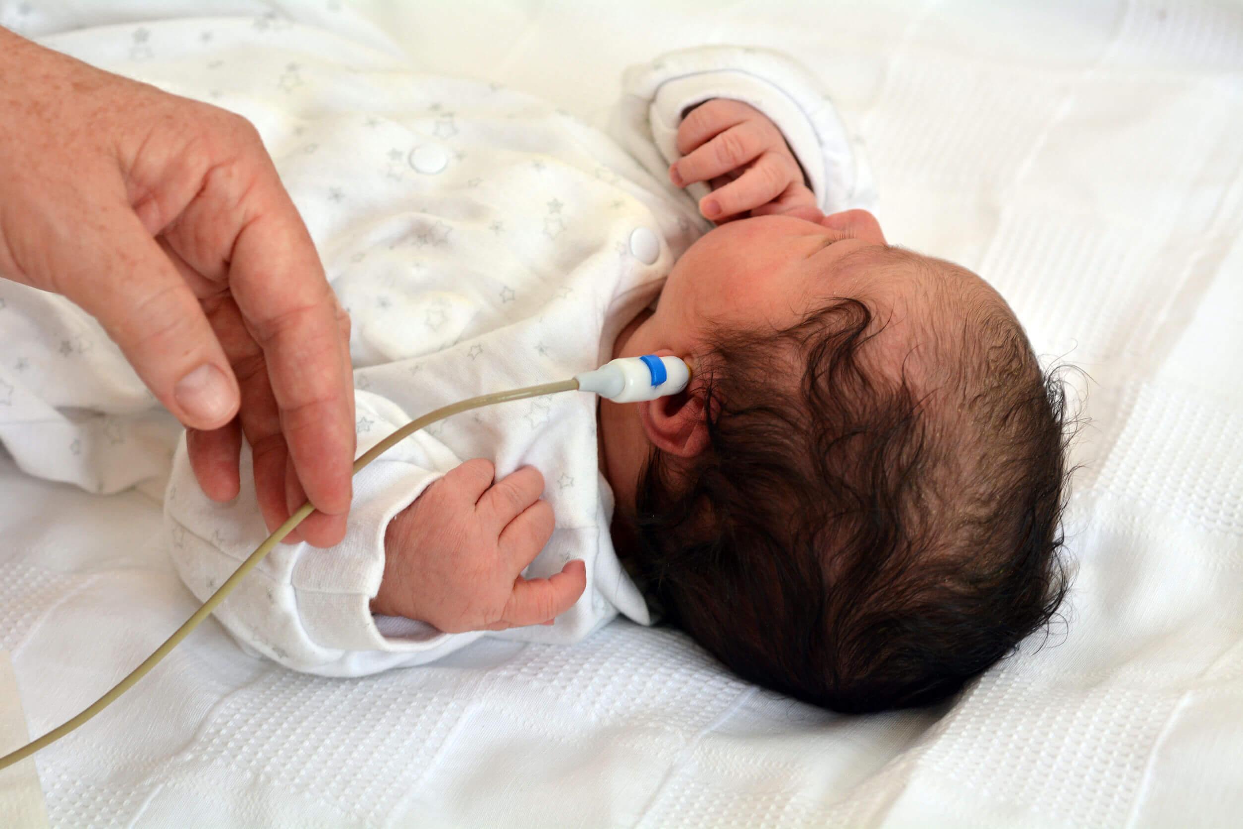 Normal bebeklerde doğumdan sonra neden işitme kaybı olur?