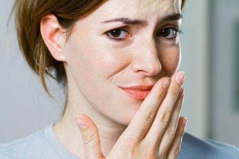Diş Eti İltihabı Ağız Kokusuna Yol Açabilir
