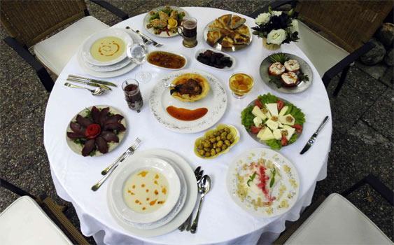 Sağlıklı Olmak İçin Akşam Yemeğini Erkenden Yiyin